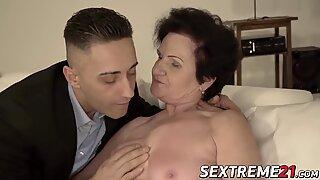 Nenek naik penis sampai hadiah wajah manis