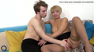 Taboo Rumah Seks dengan Hot Ibu dan Putra Muda