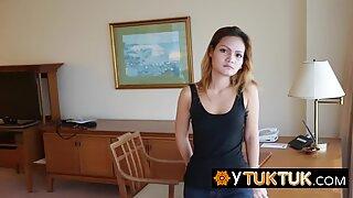 Asia ABG Slut adalah pengisap Kontol terbesar di Thailand dan dia tahu itu.