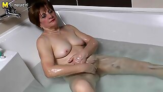 Amatir nenek masturbasi di kamar mandi