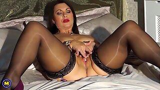 Seksi Inggris Ibu Christine dengan Big Payudara Alami - Part2 di Sugarcamgirls.com