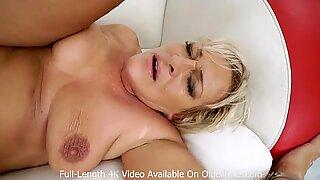 Seksi nenek anal sex