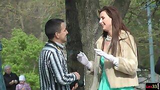 Memangkas Euro Tante Girang Menaiki Kontol dalam Closeup - Taman Bermain Laras
