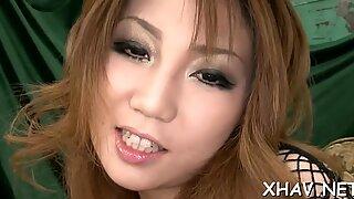 Asia fucks vagina dengan vibrator
