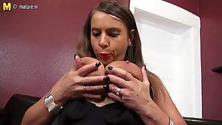Seksi jerman big breasted milf ingin untuk menghisap anda titit