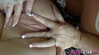 Múp míp bà ngoại ngón tay chịch
